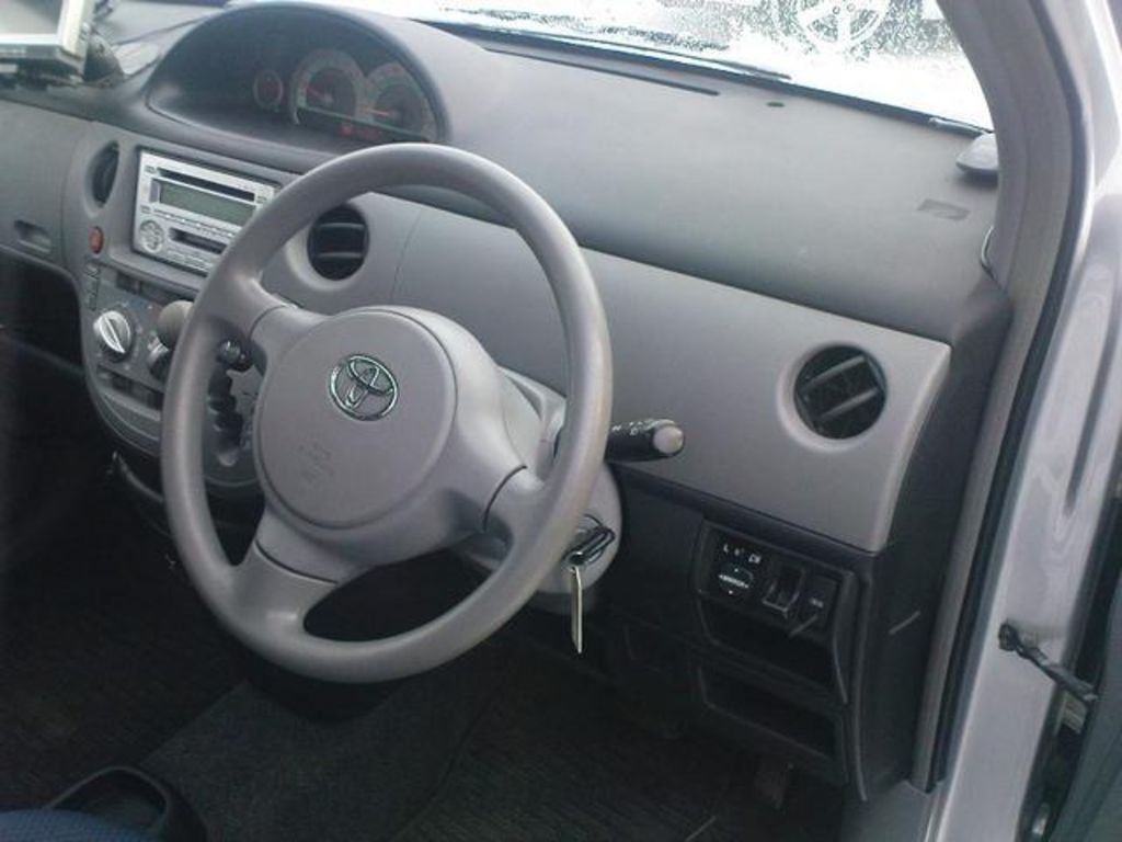 Used 2005 Toyota Sienta Photos