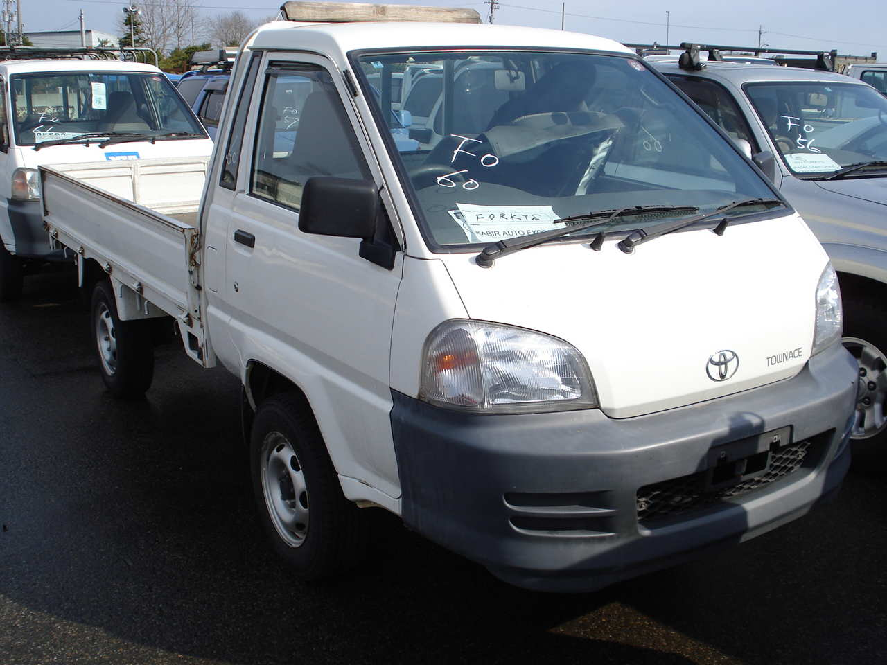Used 2003 Toyota Town Ace Photos 2200cc Diesel Manual