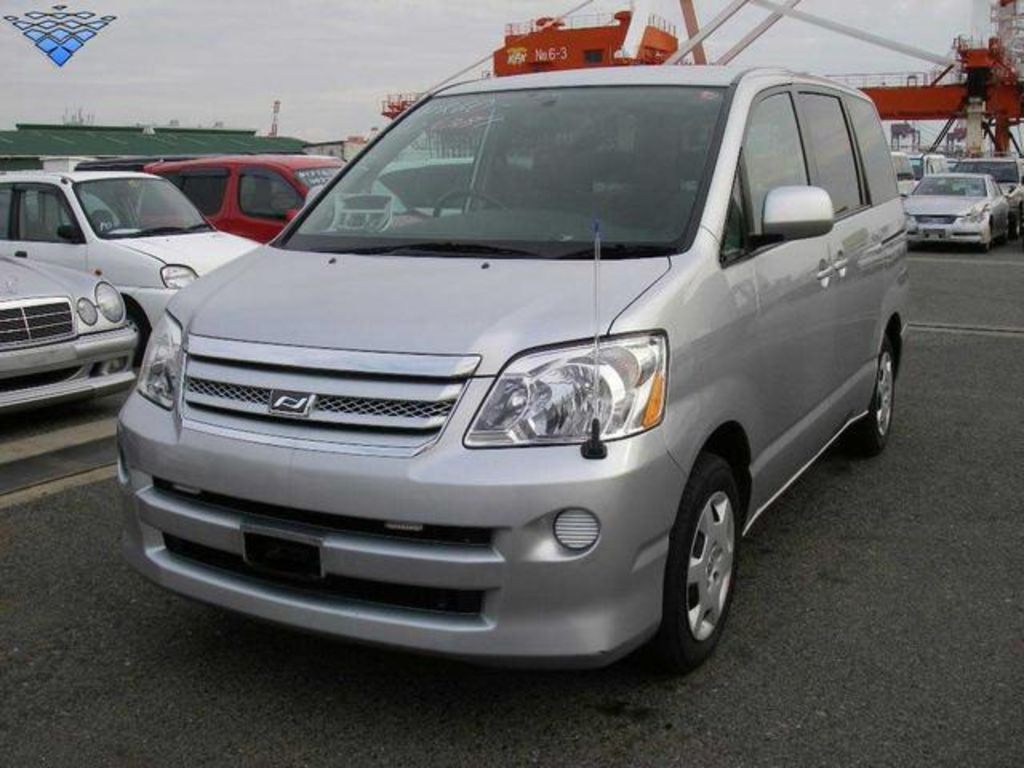 2005 Toyota Voxy For Sale