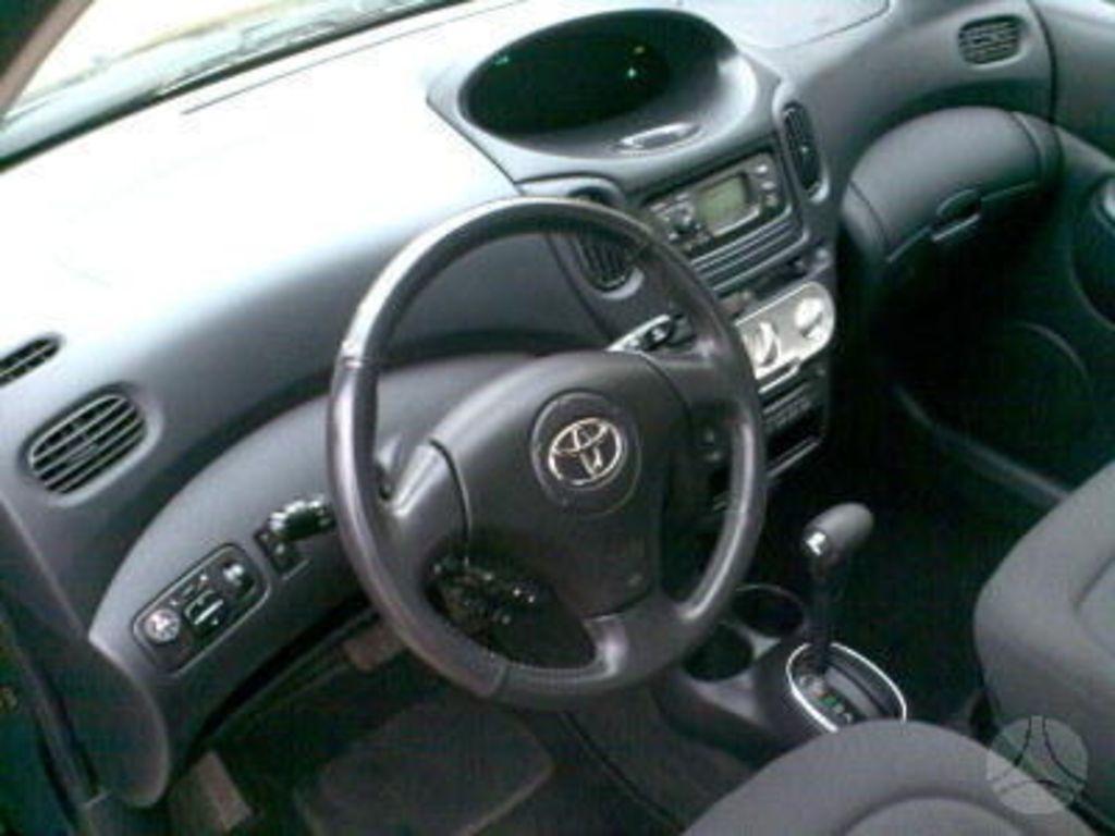 2004 Toyota Yaris Photos