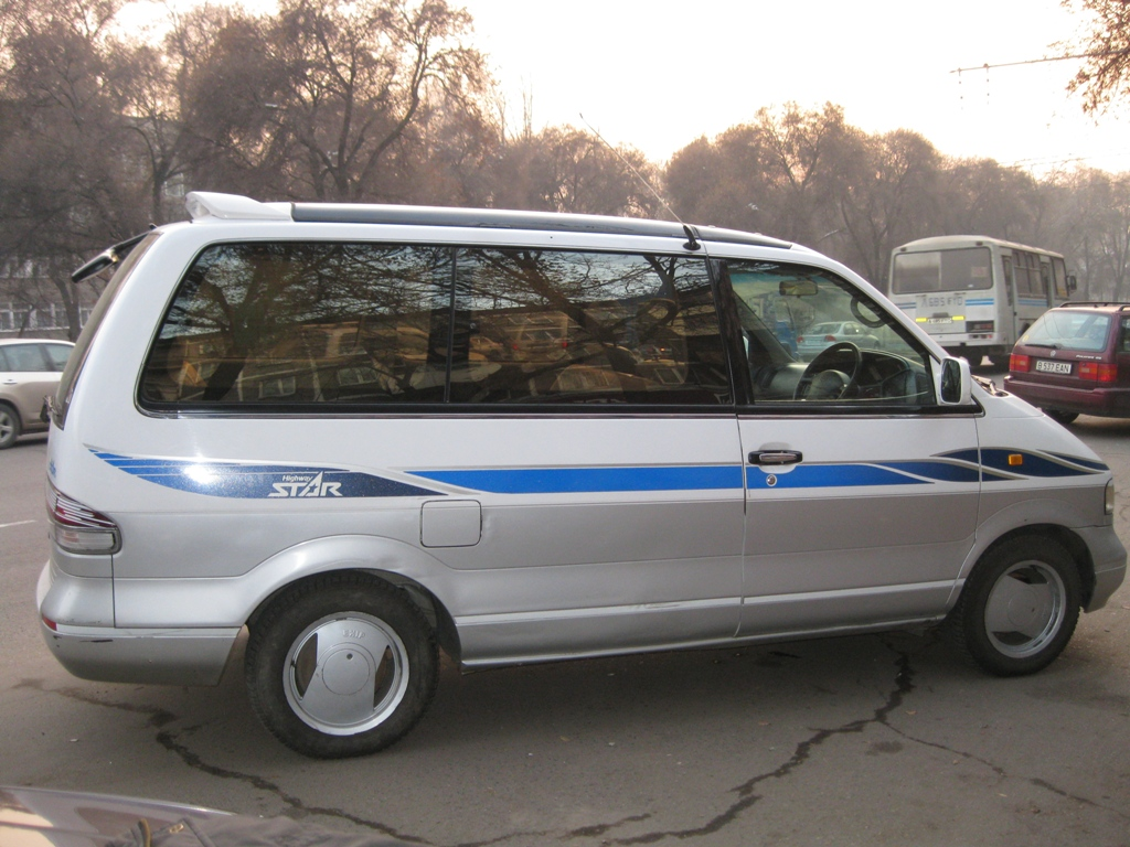 1996 nissan largo review star lux